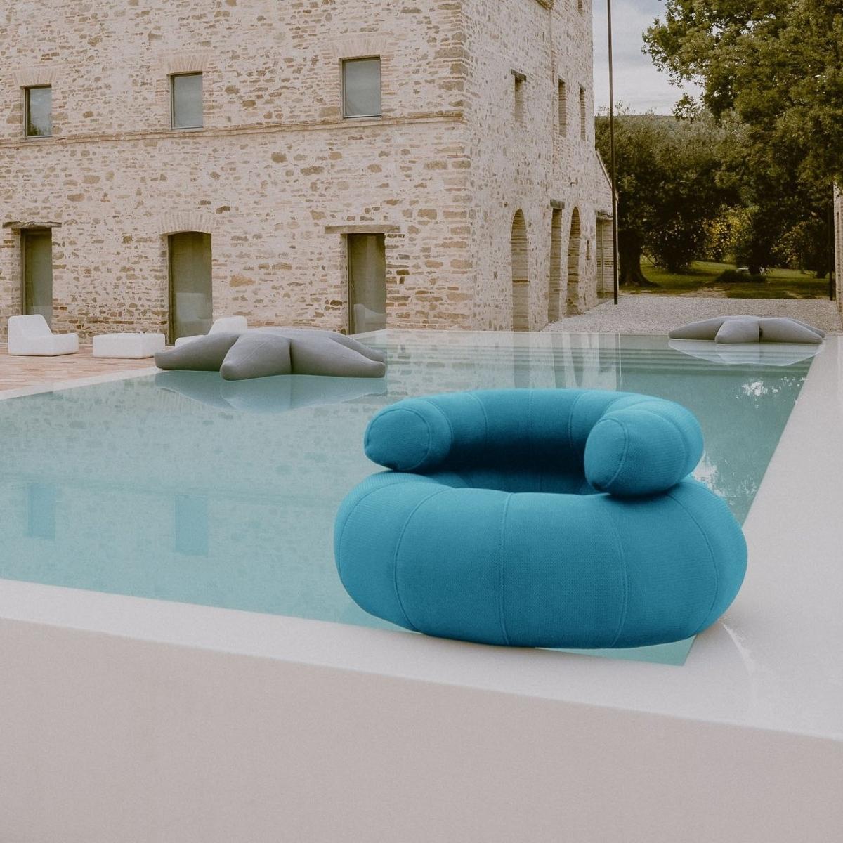 Foto de Don Out Sofa 1 en la piscina modelo L acabado BLUE. OGO