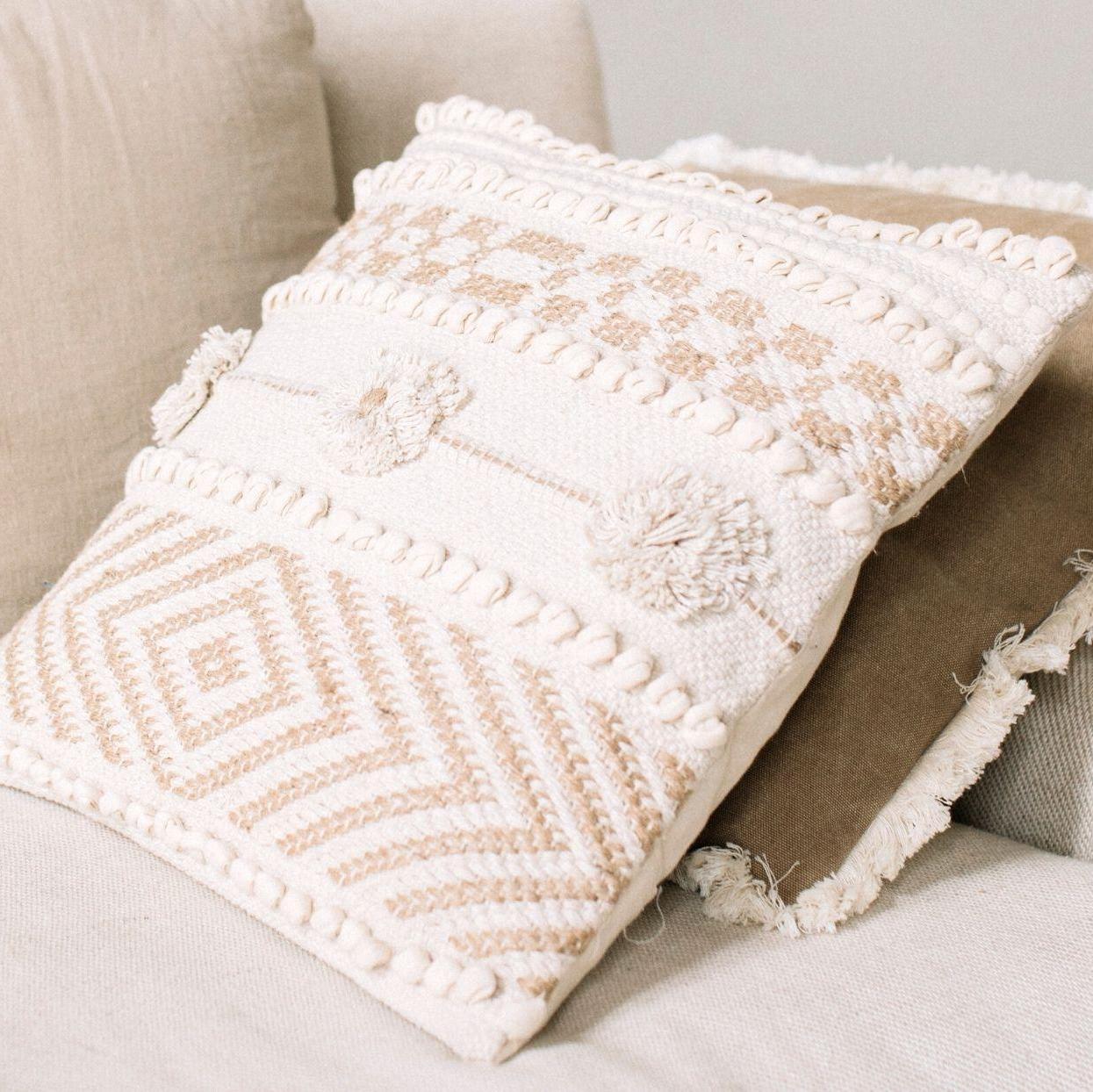 Cojín de algodón y yute, Andrea House. Detalle