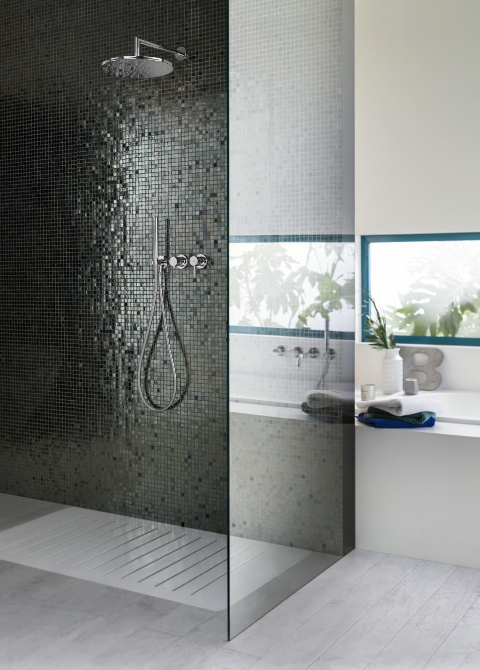 Foto de columna de ducha monomando empotrado con roseta. Ambiente. Nobili
