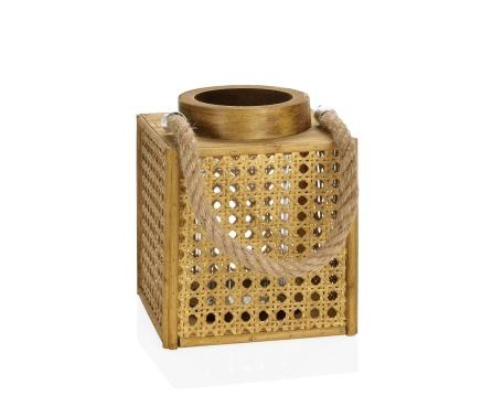 Farol portavelas cuadrado de madera y rejilla de ratán. Andrea House. Singular