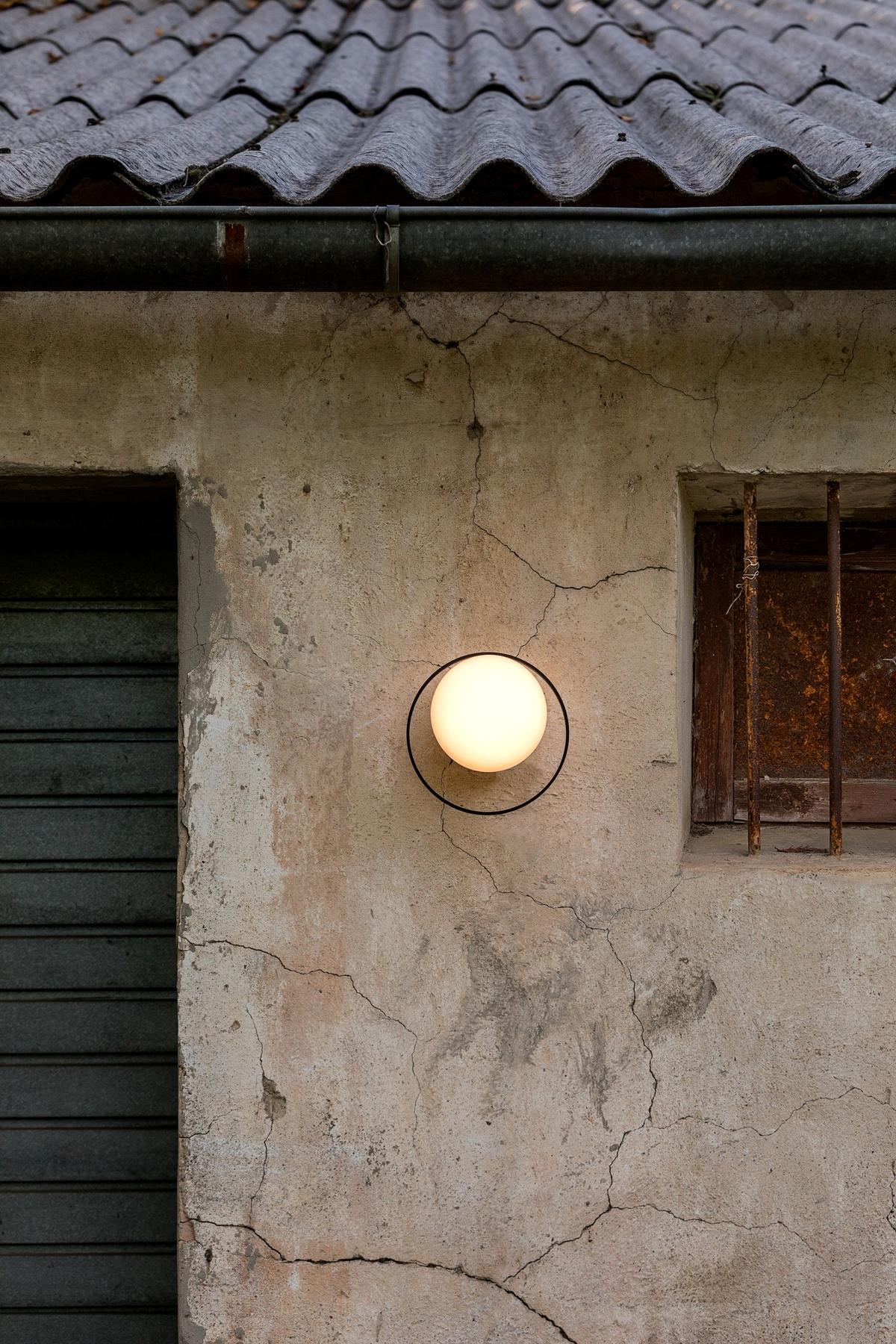 Foto de Aplique de pared redondo Circ de Exterior en Negro. Estiluz